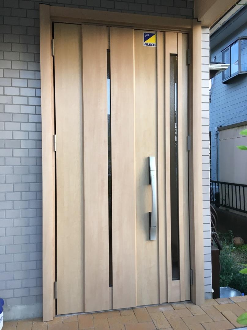 明るい玄関ドア