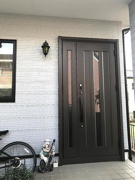シンプルな玄関ドア