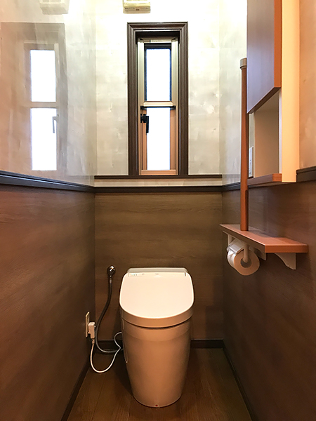 シックなトイレのリフォーム