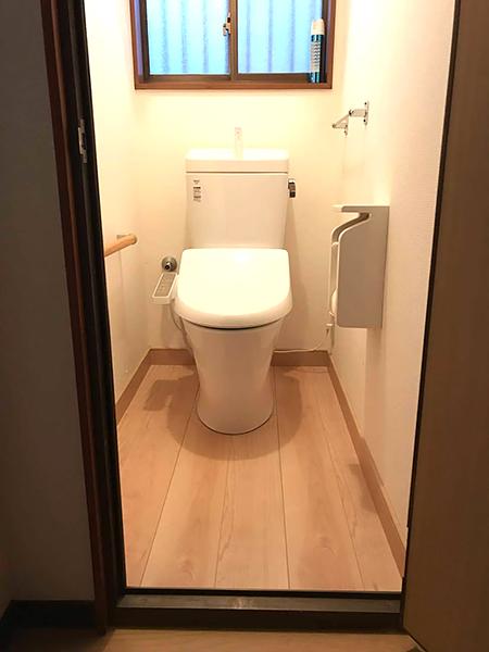 千葉県成田市 トイレ リフォーム|痛みが気になっていたトイレを床と同時に一新
