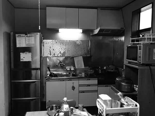 茨城県稲敷市|既存の壁面にぴったりに収まるキッチンを配置