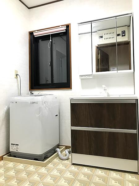 茨城県稲敷市 浴室リフォーム|窓もルーバーから引き違いに変更し清掃性も向上