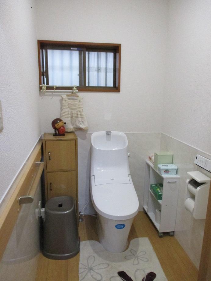 茨城県牛久市 トイレリフォーム|腰下の化粧板や凹凸が少ない便座でお掃除が楽に