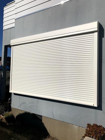 茨城県神栖市 シャッターリフォーム|雨風から守るため窓に後付け可能なシャッターを取り付け
