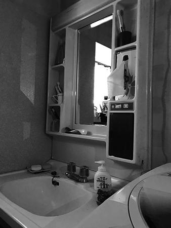 千葉県成田市 洗面台リフォーム|収納が少なかった洗面台を三面鏡付きのピアラに交換し機能的に