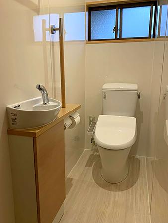 茨城県潮来市トイレリフォーム|冬場に冷たいタイルの床を抗菌性の高いTOTO床材へ変更