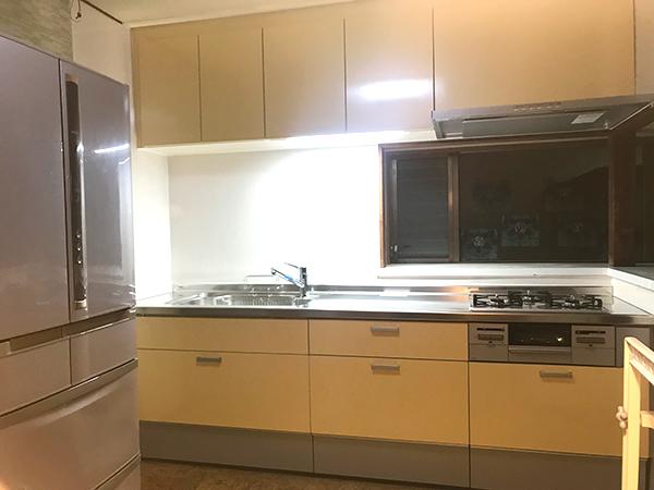 明るい色のキッチン