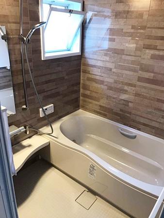 鏡面パネルのお風呂