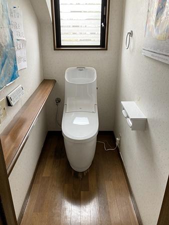 木目が特徴のトイレ