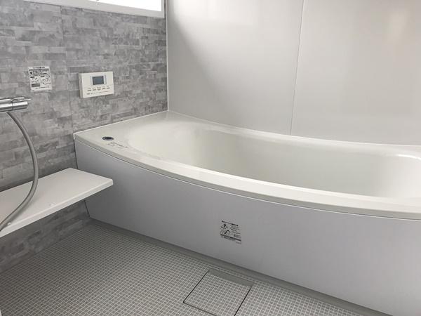 白を基調としたお風呂