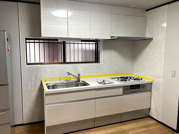 茨城県神栖市キッチンリフォーム|白いキッチンで明るく